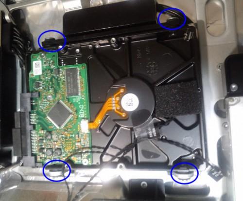 HDDのボルト4本を外す