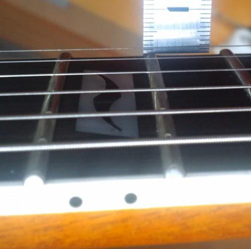 1弦側は1.4mmくらい