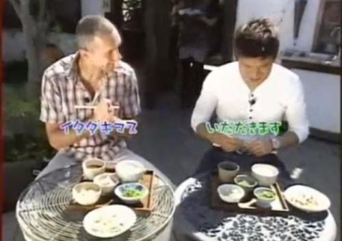 納豆を食べるマレク
