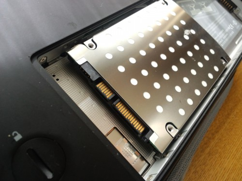 引っ張り出しました。これがHDDです。