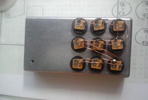 内側から差し込むタイプは配線がしやすい。