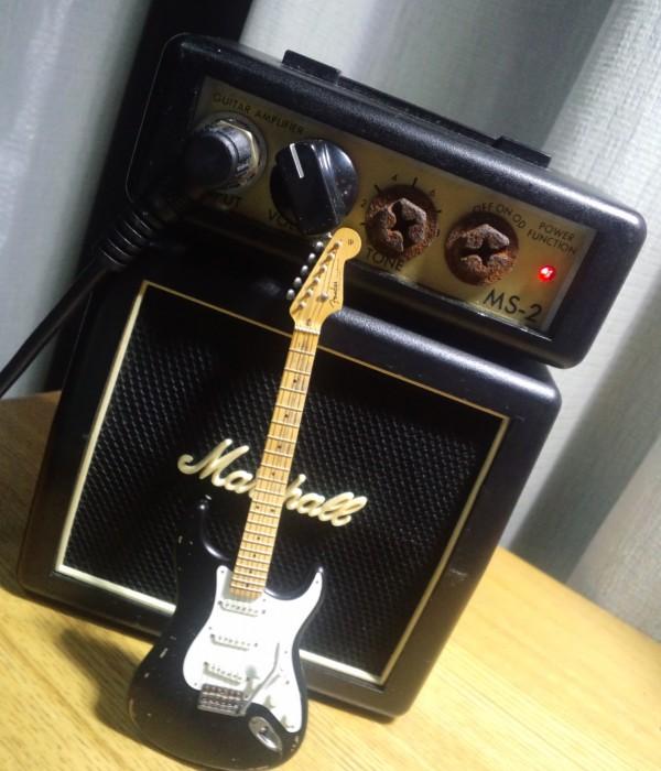 ギターはフィギュアです