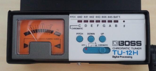 BOSSのクロマチックチューナーTU-12H
