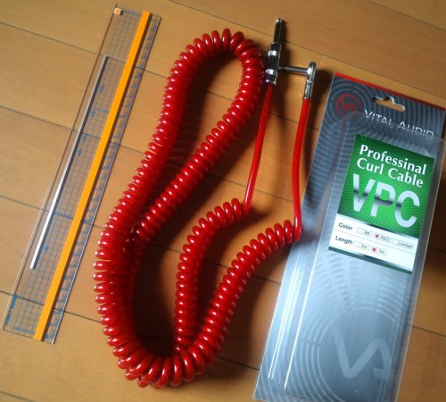 赤のカールコード(定規は30cm)
