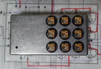 こんなふうに上面に9個DC穴を載せる計画です。