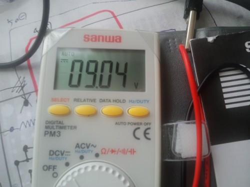 出力電圧です。見事9Vです。当然ですが(笑)